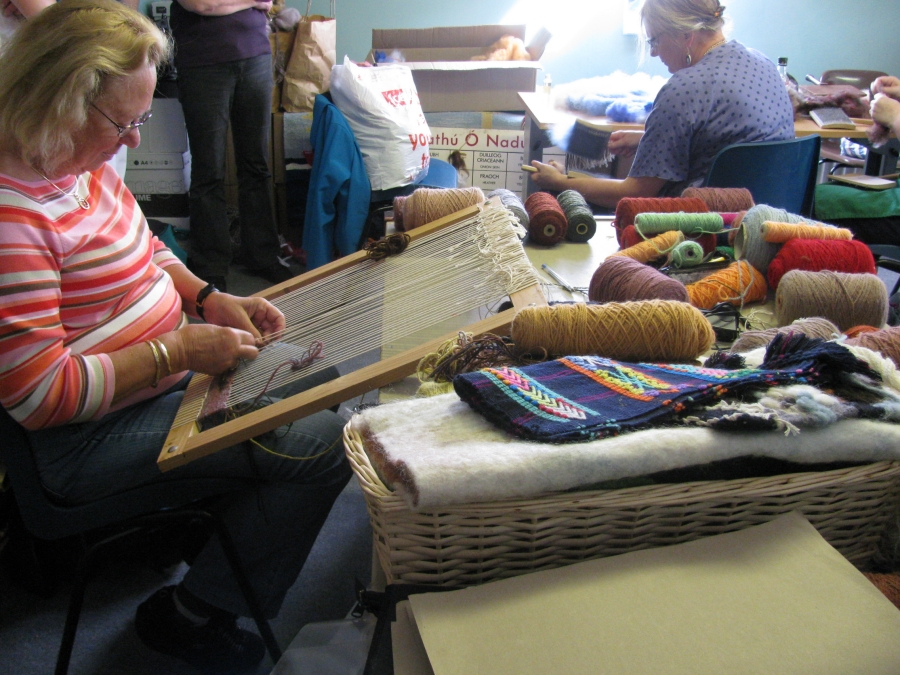 Tapestry weaving class in Oideas Gael.